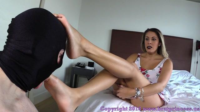 Watch Online Porn – Brat Princess 2 – Nikki Brooks – Financially Dominated Cuck Worships Feet (MP4, FullHD, 1920×1080)