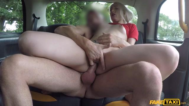 Watch Online Porn – FakeTaxi presents Liz Rainbow in Blonde squirter gagging on backseat – 29.09.2019 (MP4, FullHD, 1920×1080)
