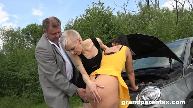 Watch Online Porn – Grandparentsx presents Roadside Creampie (MP4, SD, 960×540)