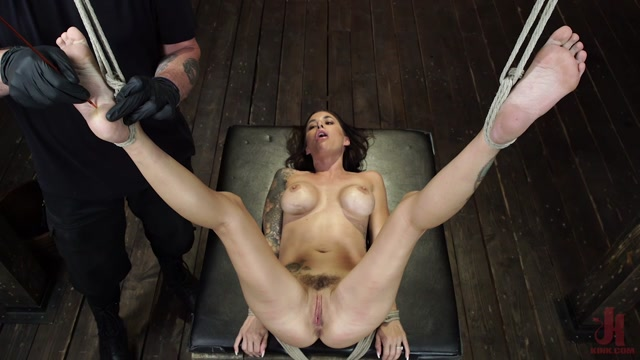 Hogtied_presents_Gia_DiMarco_is_Back__Grueling_Bondage_And_Mind-Blowing_Orgasms___12.09.2019.mp4.00012.jpg
