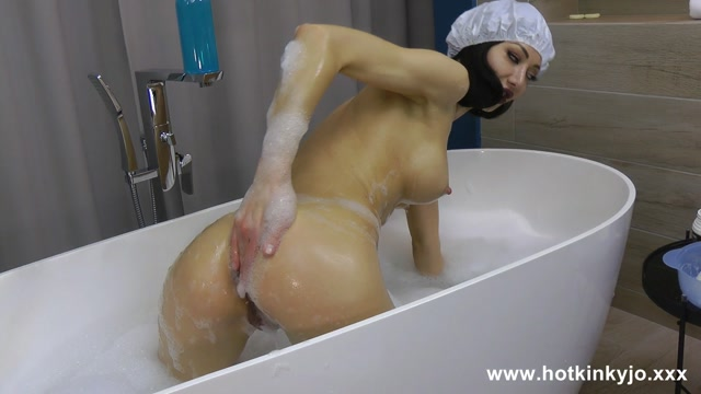 HotKinkyJo_-_721._25.08.2018_Anal_soap___bath_tube_fun.mp4.00003.jpg