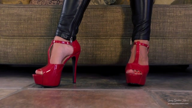 Watch Online Porn – Iwantclips presents Young Goddess Kim in Leather Lust – $13.99 (Premium user request) (MP4, FullHD, 1920×1080)