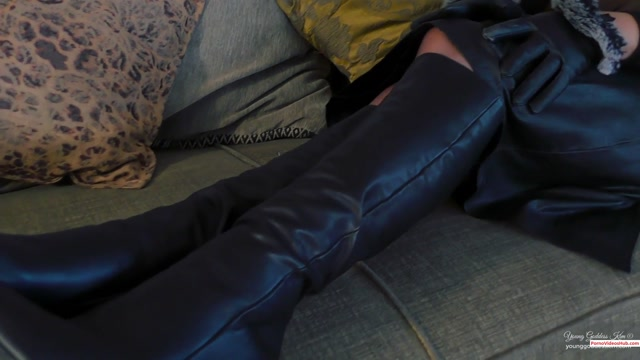 Watch Online Porn – Iwantclips presents Young Goddess Kim in Lucious Leather – $15.99 (Premium user request) (MP4, FullHD, 1920×1080)