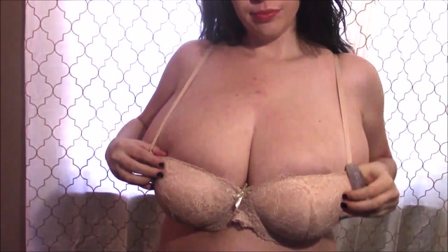 Lovely_Lilith_-_Bouncing_in_Several_Smaller_Bras_1080p.mp4.00009.jpg