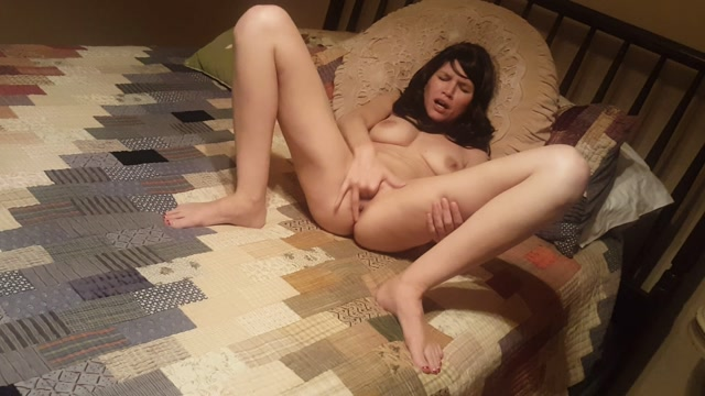 ManyVids_presents_Emmas_Secret_Life_-_Custom_I_want_to_be_your_slut_Daddy.mp4.00013.jpg
