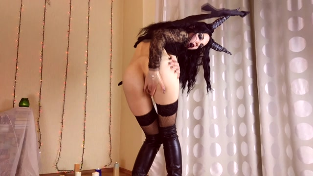 ManyVids_presents_Hecilior_in_18_Succubus_Ride_On_Dildo.mp4.00005.jpg