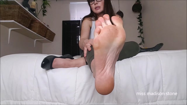 Watch Online Porn – ManyVids presents Miss Madison Stone – perfect small foot amp shoe worship (MP4, FullHD, 1920×1080)