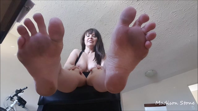 Watch Free Porno Online – ManyVids presents Miss Madison Stone – smelly gym sneaker foot fetish (MP4, FullHD, 1920×1080)