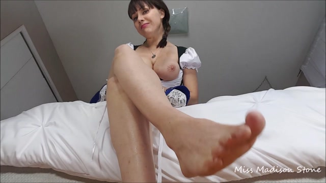 ManyVids_presents_Miss_Madison_Stone_-_trick_or_treat_smell_my_feet.mp4.00009.jpg