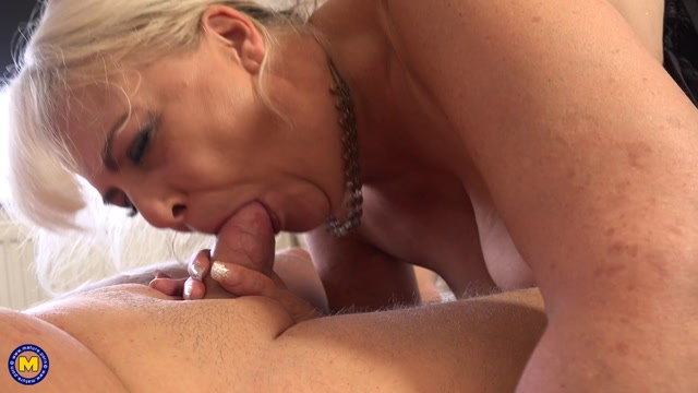 Mature.nl_presents_Christina__EU___54_.mp4.00010.jpg