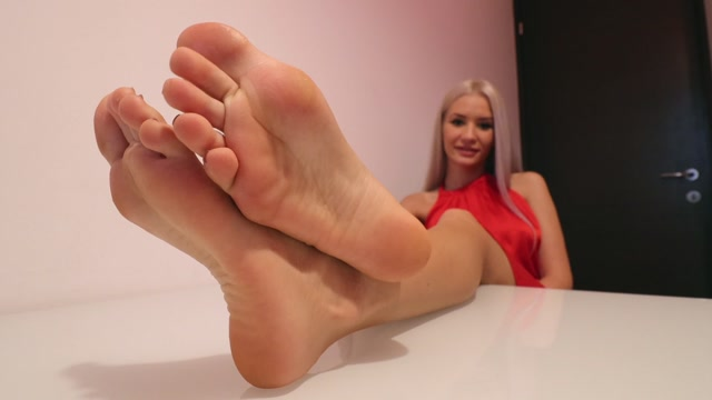 Watch Online Porn – Noemi s World – Barbara – This blonde knows what to do with her feet (MP4, FullHD, 1920×1080)