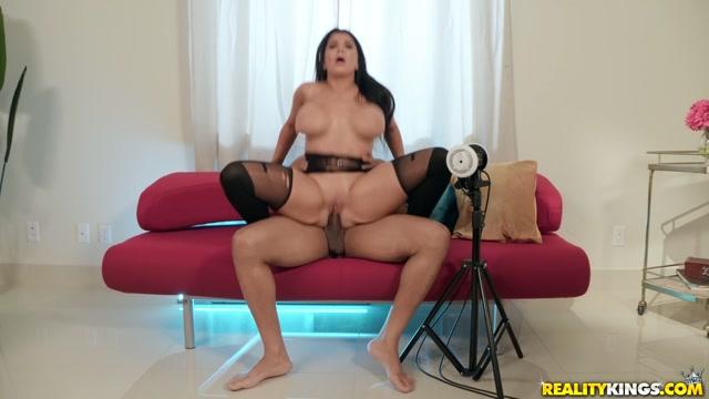Watch Online Porn – RealityKings – RKPrime presents Romi Rain in ASMR Kings – 12.09.2019 (MP4, FullHD, 1920×1080)