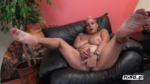 TGirl40_presents_Gorgeous_Muneca_Is_Here____18.09.2019.mp4.00011.jpg