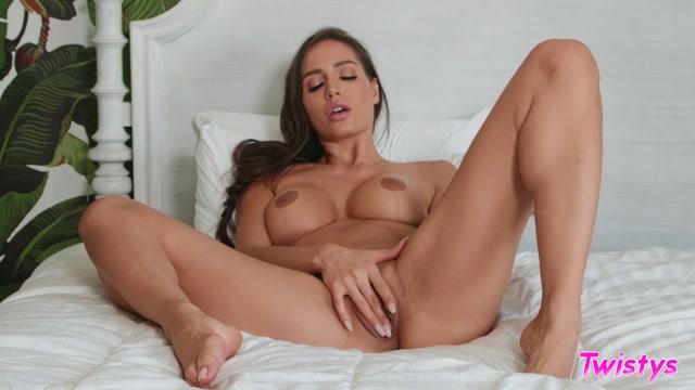 Watch Online Porn – Twistys presents Desiree Dulce — TOTM: September 2019 – 01.09.2019 (MP4, FullHD, 1920×1080)