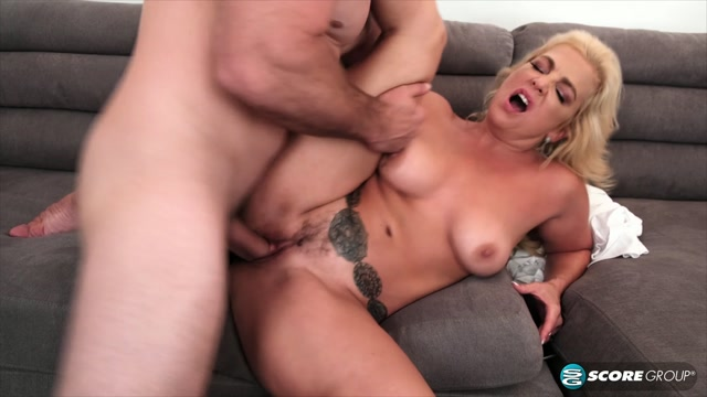 40SomethingMag_presents_Taylor_Leigh_s_first_anal.mp4.00006.jpg