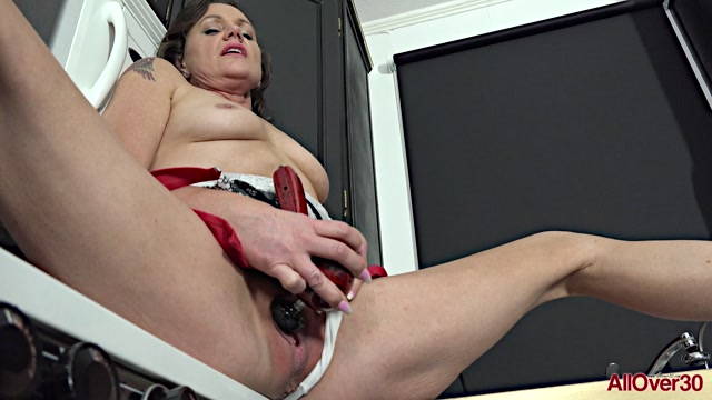 Watch Online Porn – Allover30 presents Layden Love 47 years old Ladies With Toys – 02.10.2019 (MP4, FullHD, 1920×1080)