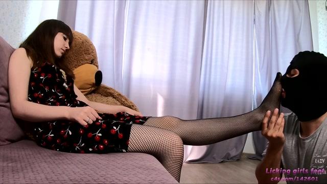 Watch Online Porn – Clips4sale presents Licking Girls Feet – ALEXANDRA Fishnet pantyhose (MP4, FullHD, 1920×1080)