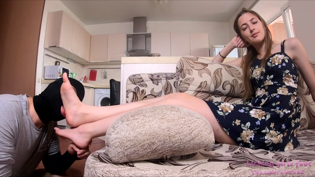 Watch Online Porn – Clips4sale presents Licking Girls Feet – MARY Beautiful foot worship (MP4, FullHD, 1920×1080)