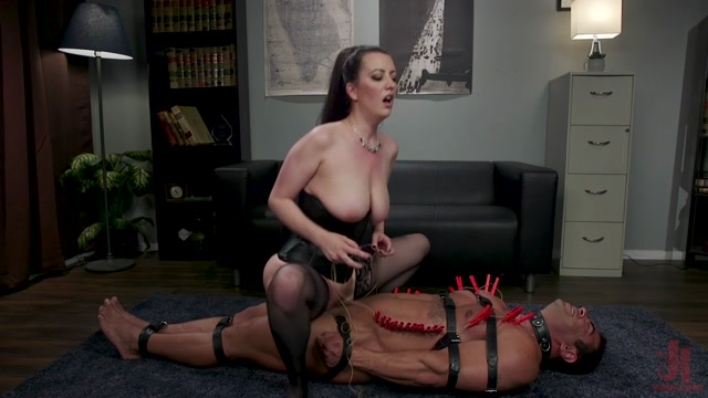 DivineBitches_presents_Cherry_Torn_-_Office_Boy__Cherry_Torn_s_New_Stupid_Beefy_Boy_Toy___08.10.2019.mp4.00013.jpg