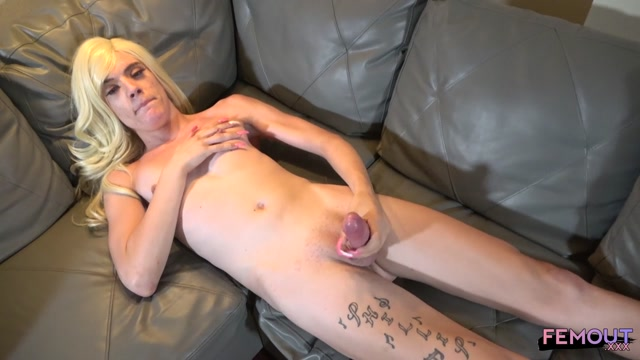 Femout.xxx_presents_Horny_Snow_Cums_For_You____11.10.2019.mp4.00014.jpg