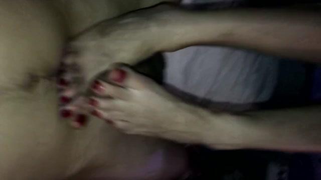 Watch Online Porn – Footjob – Slow Footjob Edging & Big Cumshot on Red Toes (MP4, FullHD, 1920×1080)