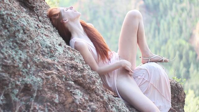 Freckledred_Public_Orgasm_At_Sunrise.mp4.00007.jpg
