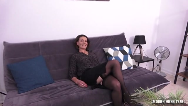 Jacquieetmicheltv_presents_Laura__33ans__psychologue_scolaire__r_serv_e_mais_coquine_____02.10.2019.mp4.00003.jpg