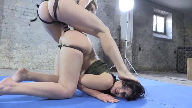 ManyVids_presents_CruelAlice_in_Catfight_-_Loser_gets_ass_fucked____15.99__Premium_user_request_.mp4.00014.jpg