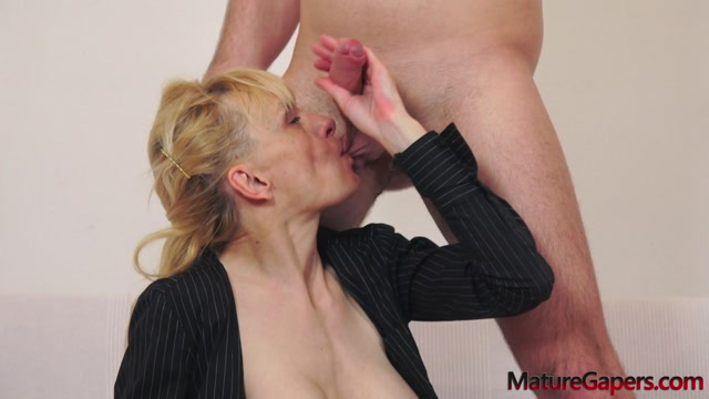 Watch Online Porn – MatureGapers presents Valeria Blond in Hot mature blonde Valeria pussy gaping (MP4, FullHD, 1920×1080)