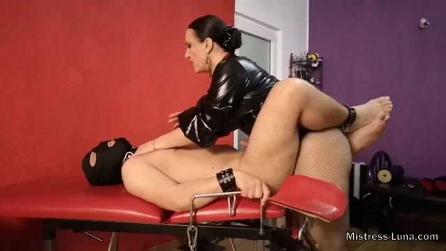 Watch Online Porn – Mistress Luna – Virgin Ass (MP4, FullHD, 1920×1080)