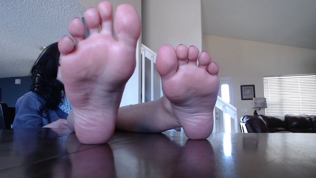 Watch Online Porn – NataliesSocks – Kitchen Table Feet Ignore (MP4, FullHD, 1920×1080)