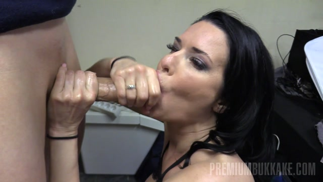 Watch Online Porn – PremiumBukkake presents Veronica Avluv 2 handjob1 (MP4, FullHD, 1920×1080)