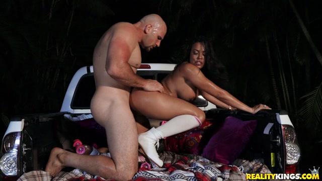 Watch Free Porno Online – RealityKings – RKPrime presents Luna Star in Everglade Glider – 11.10.2019 (MP4, FullHD, 1920×1080)