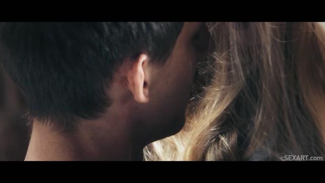 Watch Online Porn – SexArt presents Stella Cardo in Street Romance – 29.10.2019 (MP4, FullHD, 1920×1080)