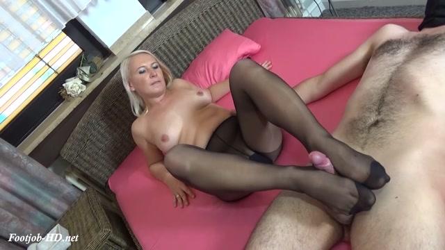 Watch Online Porn – Stocking pantyhose footjob and cumshot – Gina Blonde (MP4, FullHD, 1920×1080)