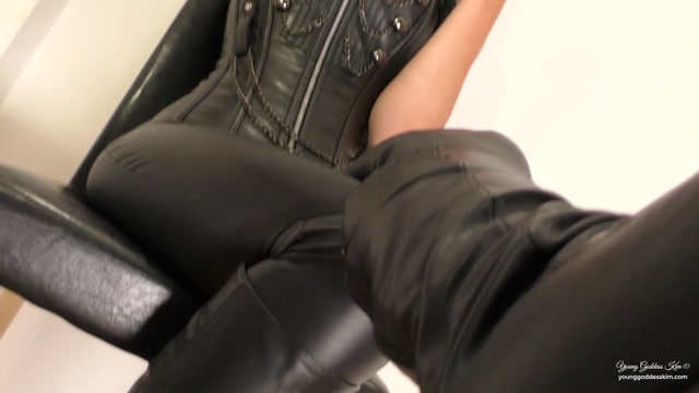 Young_Goddess_Kim_-_Photo-shoot_Boot_slave.mp4.00007.jpg