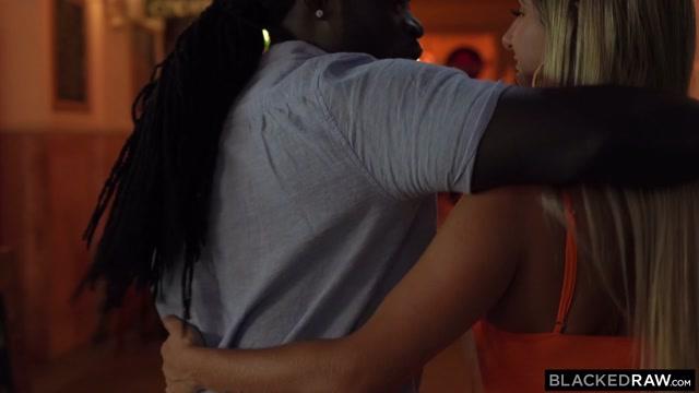 Watch Online Porn – BlackedRaw presents Mia Linz in Six Feet From The Dance Floor – 03.11.2019 (MP4, HD, 1280×720)