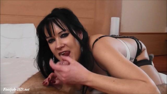 Watch Online Porn – Tanya's Footjob – Stans Stocking Sluts – Tanya Cox (MP4, FullHD, 1920×1080)