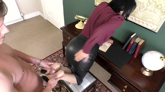 Watch Online Porn – The Boss Demands Cum On Her Skirt – Cassie Clarke (MP4, FullHD, 1920×1080)
