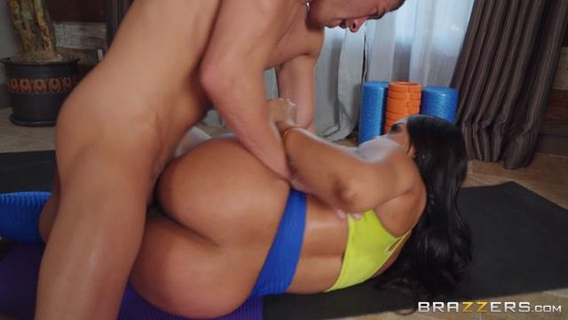 Brazzers_-_PornstarsLikeItBig_presents_Aryana_Adin_Focus_On_Your_Body___11.12.2019.mp4.00012.jpg