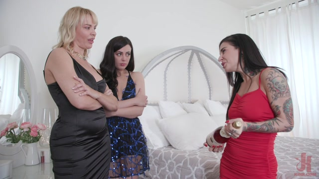 EverythingButt_presents_Dana_DeArmond__Whitney_Wright__Joanna_Angel_-_Bubbly_Butt_Surprise__Dana_DeArmond_Takes_on_Two_Hot_Asses___28.12.2019.mp4.00001.jpg