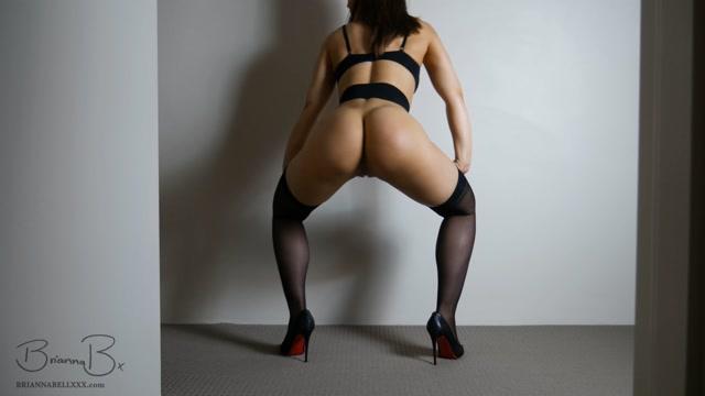 ManyVids_presents_BriannaBellxxx_-_Black_Stockings_Booty_Twerking.mp4.00013.jpg