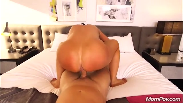 Watch Free Porno Online – Mompov presents Claresa in Horny MILF exploring sexuality – 05.12.2019 (MP4, SD, 720×404)
