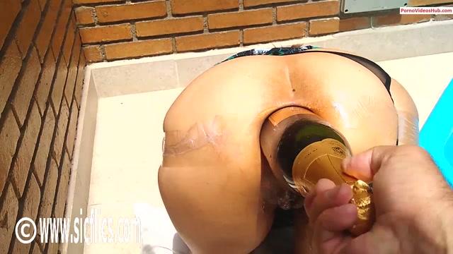 SicFlics_presents_Anal_champagne_bottle_fuck___25.12.2019.mp4.00012.jpg