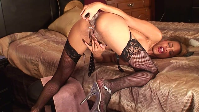 Amateur_Milf_With_Shaved_Pussy_Rubber_Dildo_In_Asshole.mp4.00015.jpg