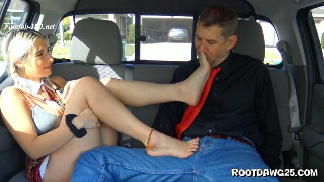 Watch Online Porn – Chloe Kreams in Back Seat Footjob – Foot Fetish by Rootdawg25 (MP4, FullHD, 1920×1080)
