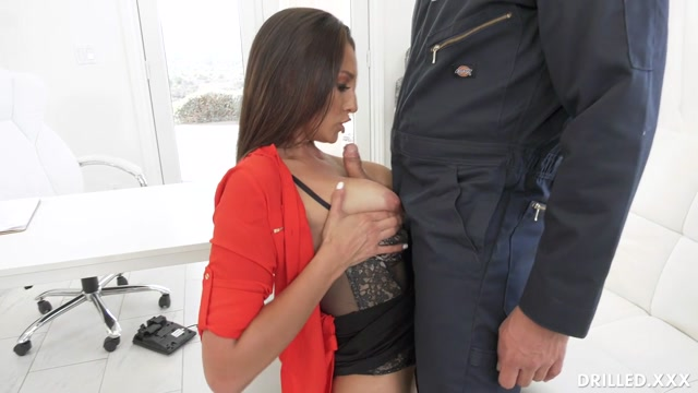 Drilled.XXX_presents_Bella_Rolland_-_Bella_Gets_The_Janitor_To_Clean_Up_Her_Ass___21.01.2020.mp4.00006.jpg