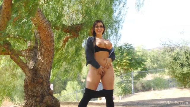 FTVMilfs_presents_Ivy_in_How_She_Wants_-_Seriously_Hot_Curves_7___21.01.2020.mp4.00015.jpg