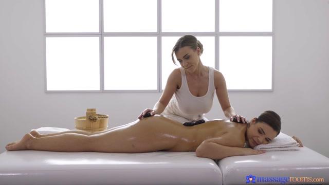 MassageRooms_presents_Sofia_Lee__Josephine_Jackson_-_Oily_magical_big_natural_boobs___22.01.2020.mp4.00002.jpg