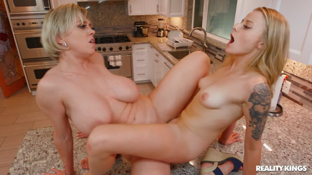 Watch Free Porno Online – RealityKings – MomsLickTeens presents Dee Williams, Paris White – Study Her – 13.01.2020 (MP4, FullHD, 1920×1080)